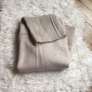 Soft Banana Republic Wool/Cashmere Blend Sweater